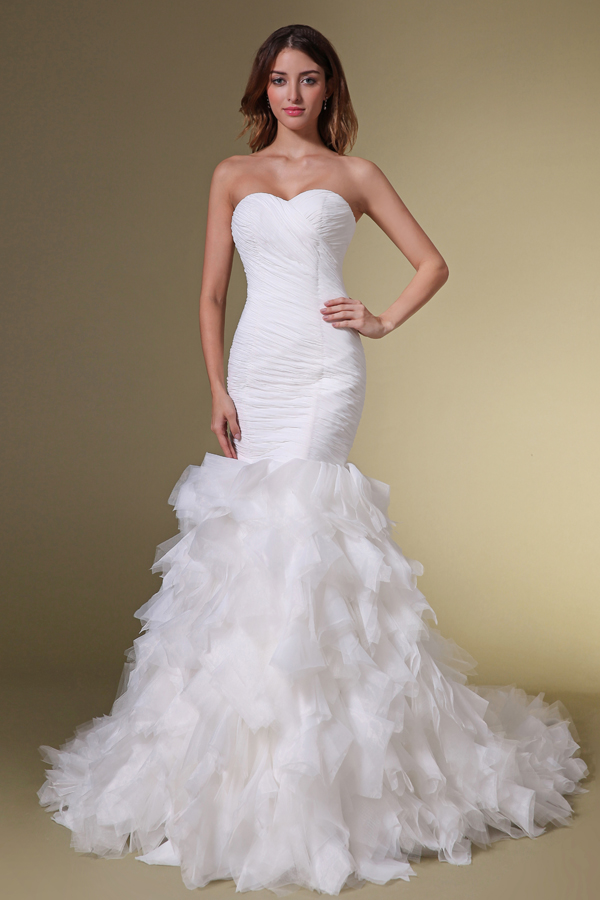Real wedding beautiful bride wearing ruffled mermaid for Simple form fitting wedding dresses
